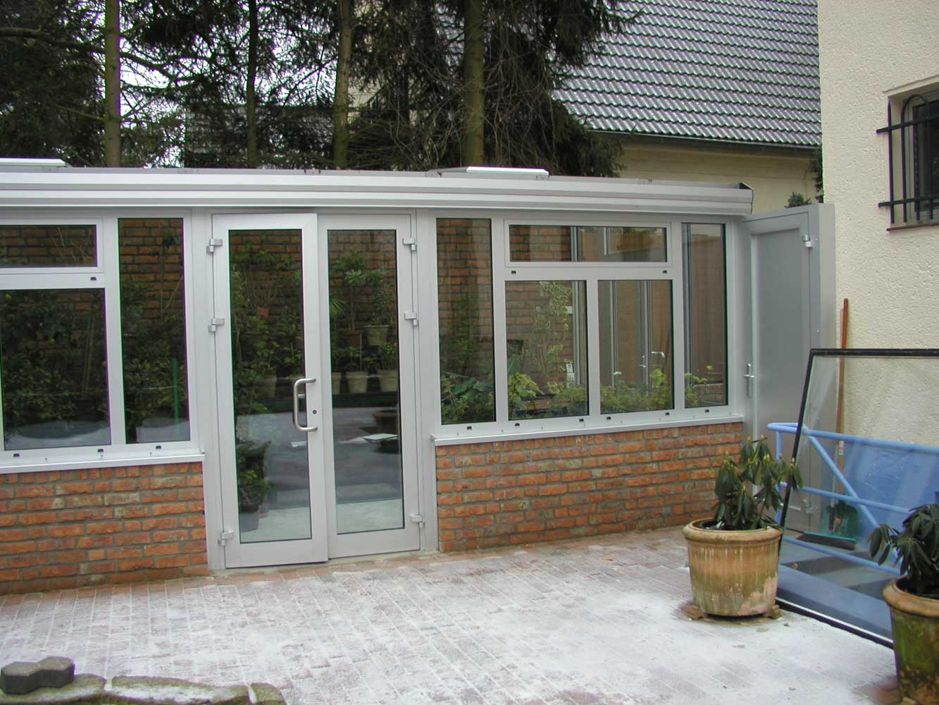 Fenster und t ren aus aluminium und kunststoff for Fenster aus kunststoff