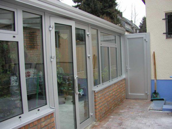 Fenster und Türen aus Aluminium und Kunststoff